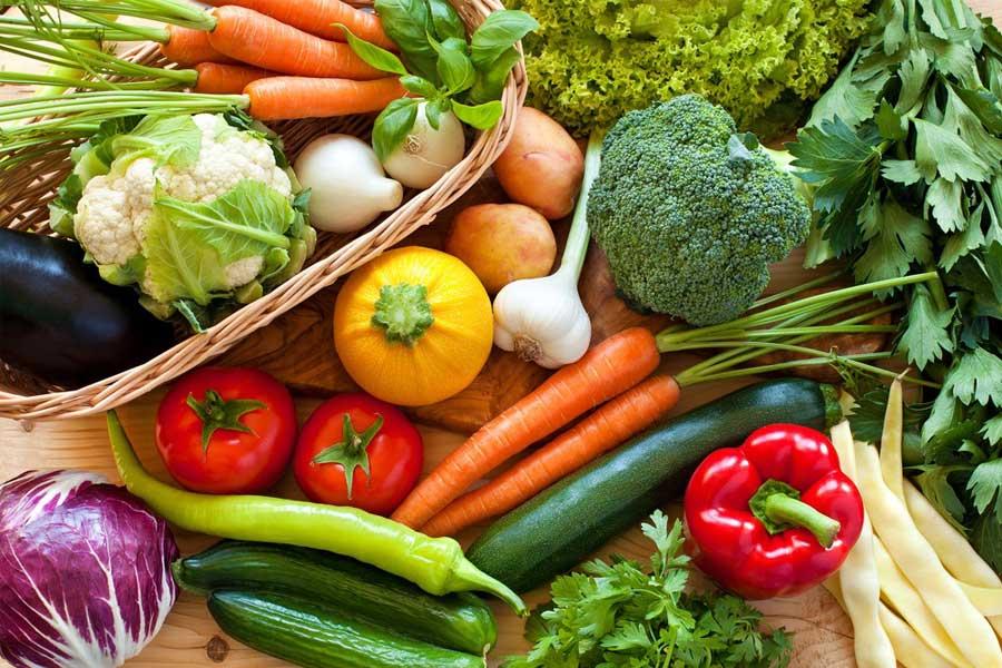 Ăn nhiều rau xanh và trái cây tươi giúp thanh lọc cơ thể