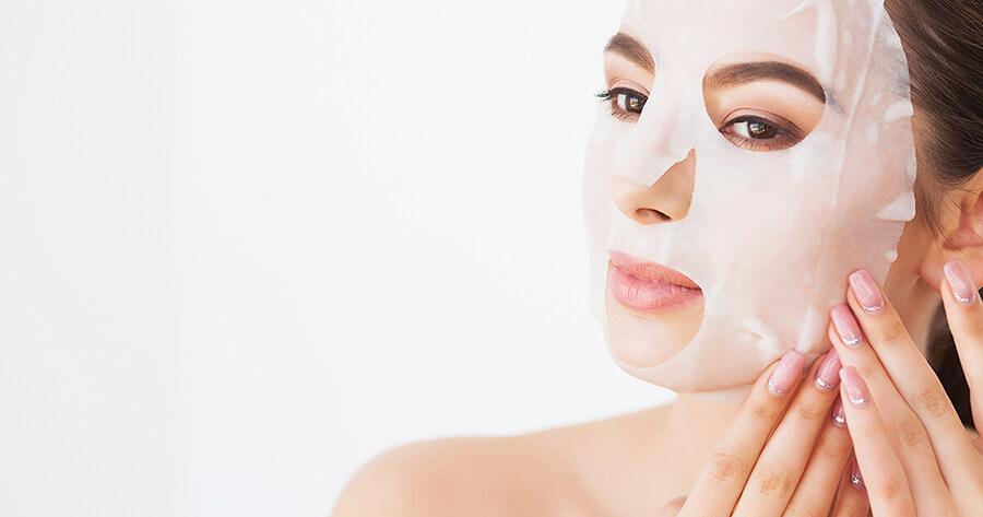 Sử dụng mặt nạ để cấp nước cho làn da