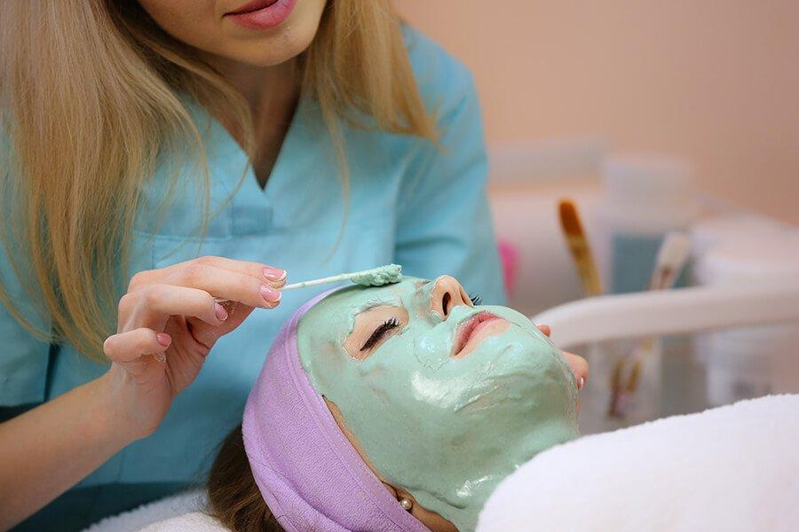 Đắp mặt nạ chăm sóc da với Tảo xoắn Spirulina