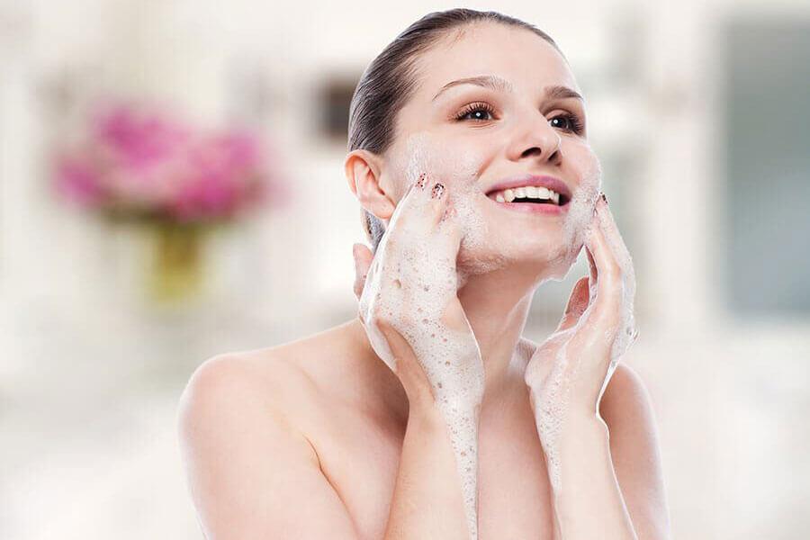 Không nên quá lạm dụng các dòng sản phẩm sữa rửa mặt hay làm sạch da