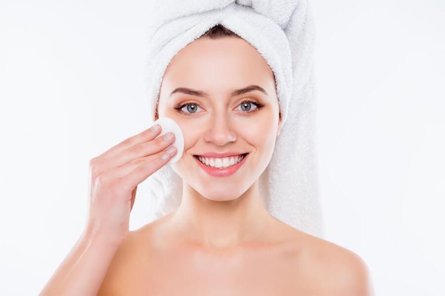 Làm sạch da với dầu tẩy trang từ Công nghệ Lên men vi sinh Micro Makeup Remover