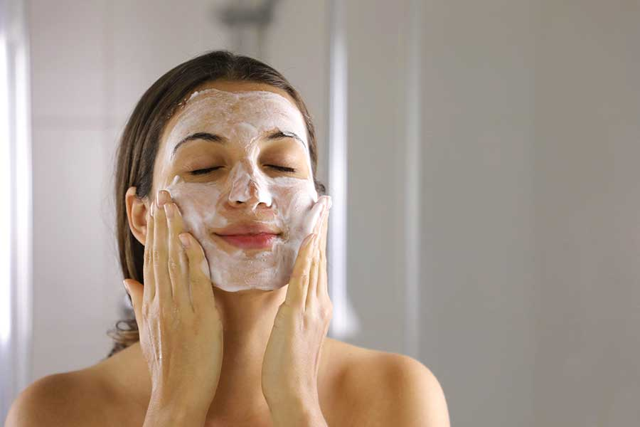 Làn da cần được làm sạch đúng cách nếu không sẽ gây ra mụn ẩn