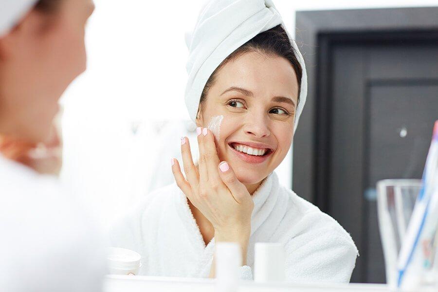 Làn da được cấp nước cấp ẩm đầy đủ sẽ luôn mịn màng, trắng sáng