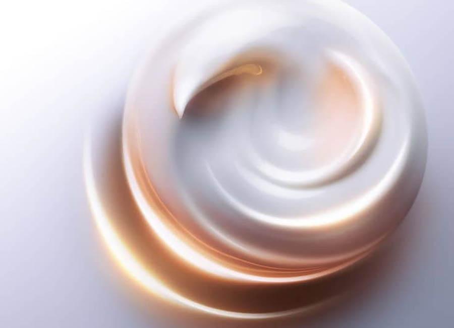 Sản phẩm dưỡng ẩm thường có dạng kem đặc, thời gian thẩm thấu lâu, có cảm giác nhờn dính