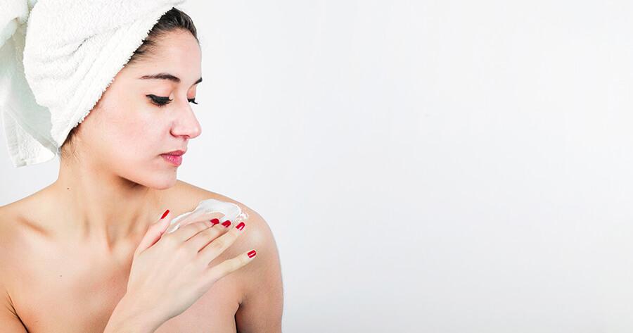 Tẩy da chết sẽ hạn chế tình trạng viêm da, ngăn ngừa mụn ẩn và điều tiết bã nhờn