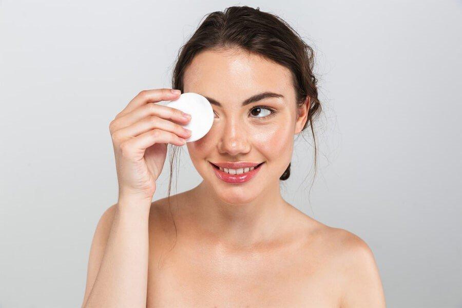 Tẩy trang dạng dầu có khả năng làm sạch sâu làn da