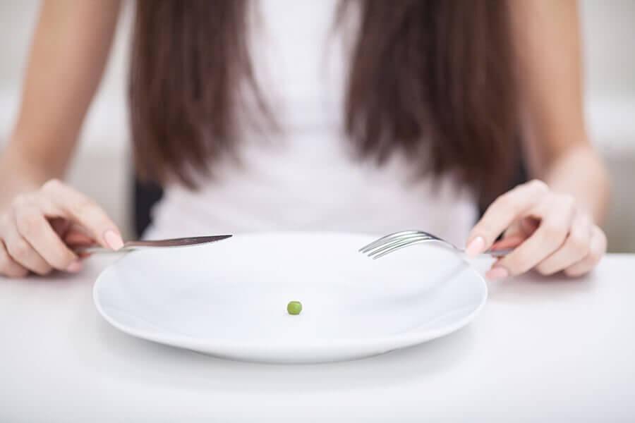 Thiếu dinh dưỡng trong chế độ ăn uống dẫn đến cơ thể gầy yếu