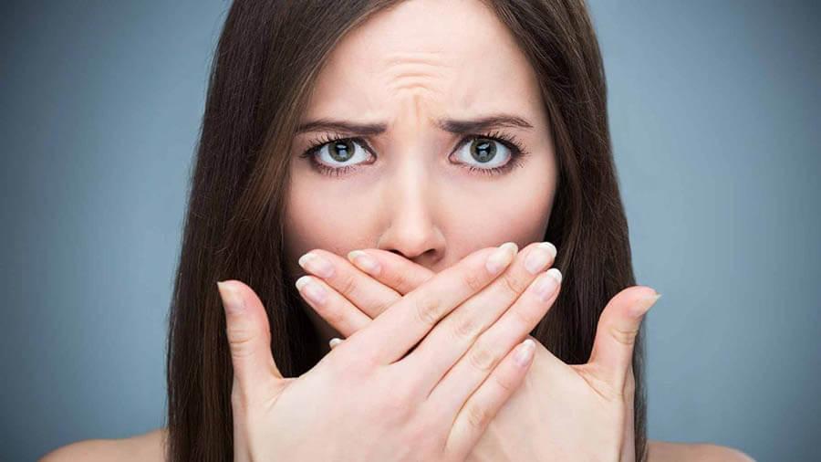 Sử dụng nước xịt thơm miệng quá thường xuyên có thể gây khô miệng