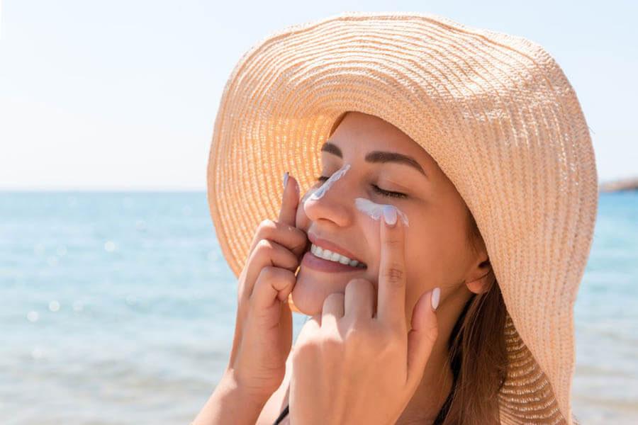 Bảo vệ da với kem chống nắng trước khi makeup