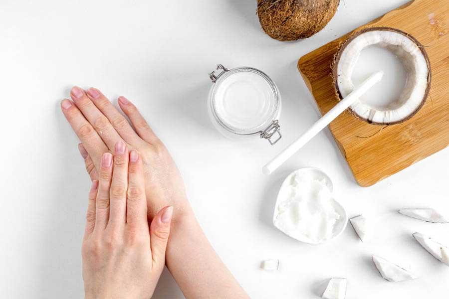 Dầu dừa giúp tăng cường độ ẩm cho làn da