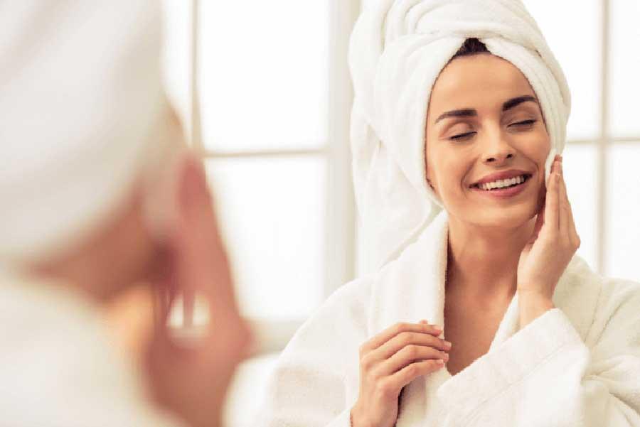 Không sử dụng các loại sữa rửa mặt có tính tẩy mạnh sau khi peel da