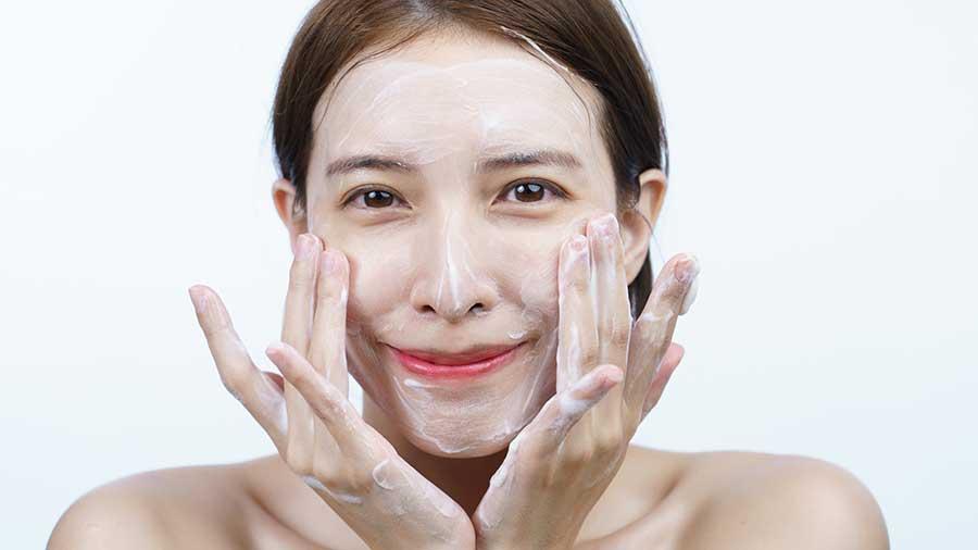 Sữa rửa mặt không tạo bọt thường an toàn và ít gây tổn thương cho làn da