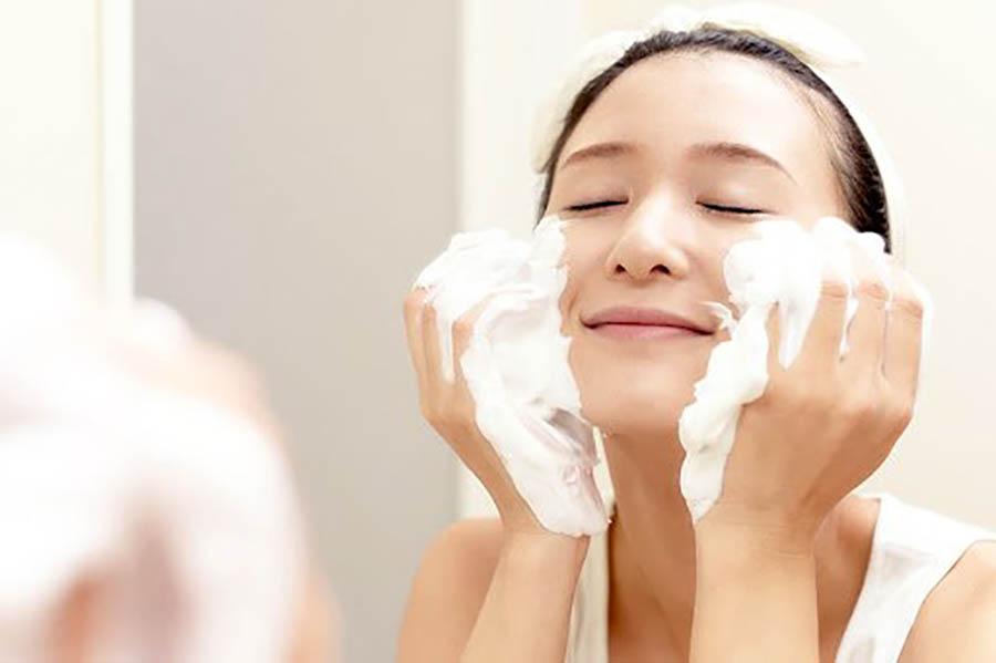 Sữa rửa mặt nhiều bọt có thể khiến làn da bị tổn thương
