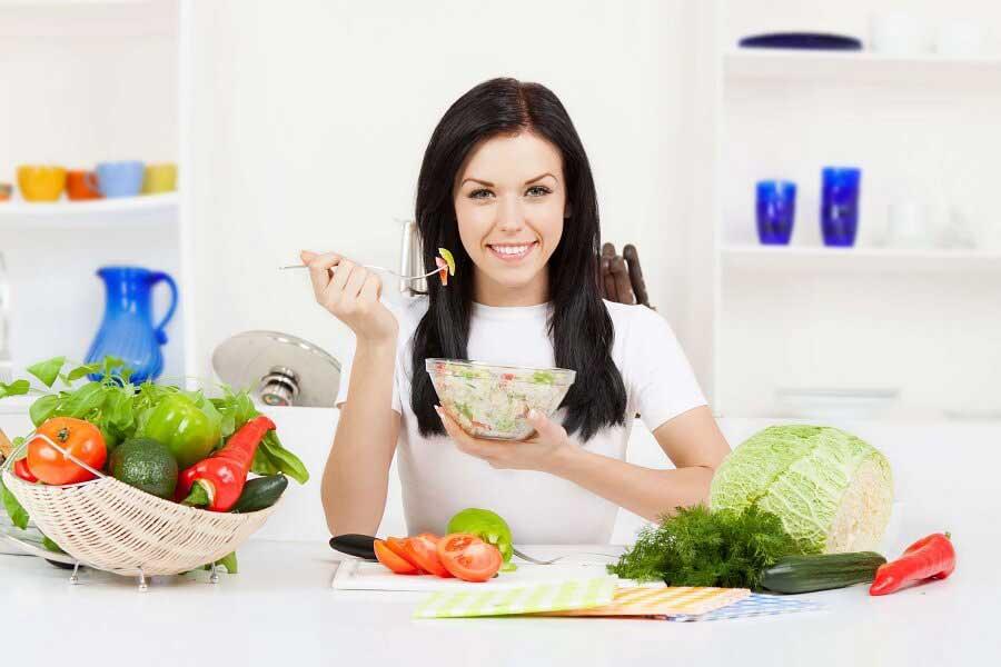 Thực hiện chế độ ăn uống và sinh hoạt khoa học để tăng hiệu quả quá trình điều trị mụn