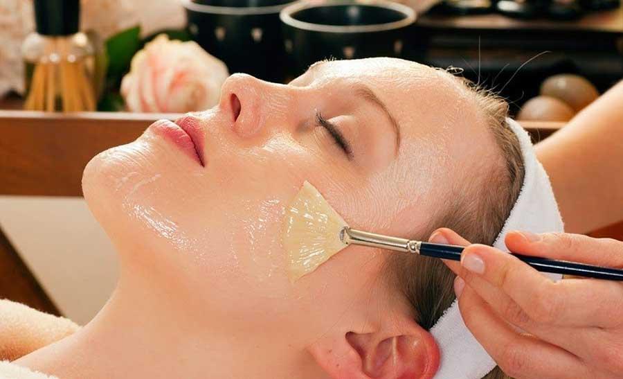 Massage da mặt với tinh dầu thiên nhiên mang rất nhiều lợi ích đối với làn da