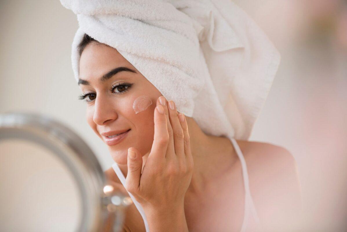 Tẩy tế bào chết đúng cách giúp da sạch và ngăn ngừa mụn hiệu quả