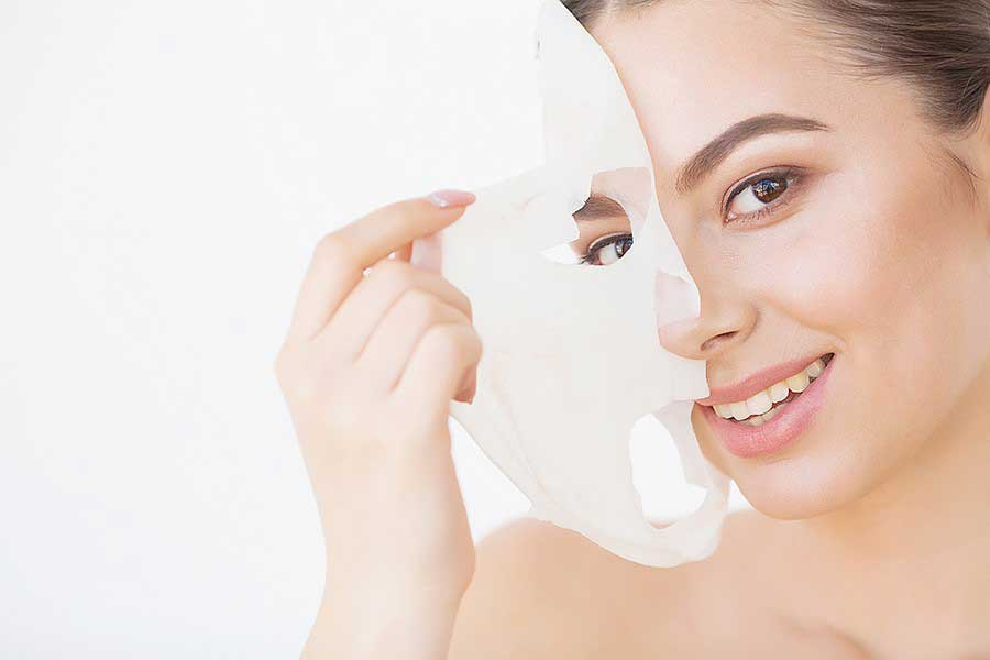 Mặt nạ cấp ẩm hay mặt nạ dưỡng ẩm giúp bổ sung độ ẩm và các dưỡng chất cho tế bào da