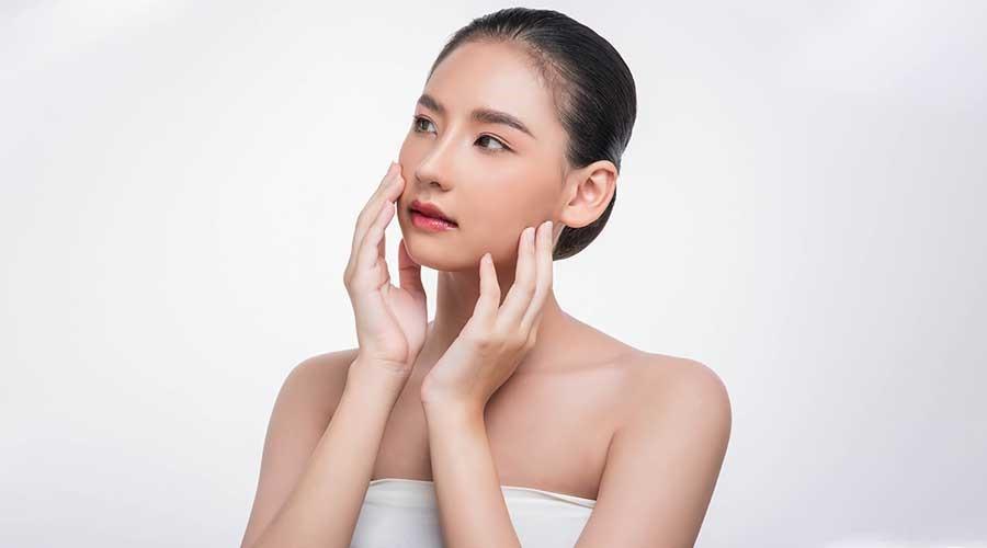 Làn da dầu tiết bã nhờn nhiều và rất dễ nổi mụn